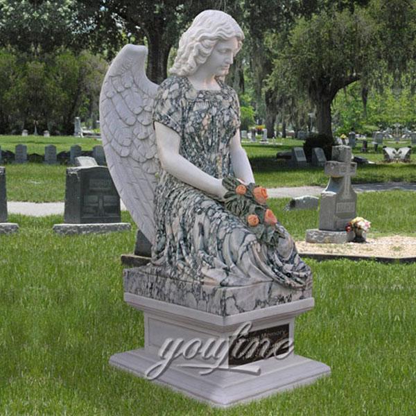 Ангел молится на могилу
