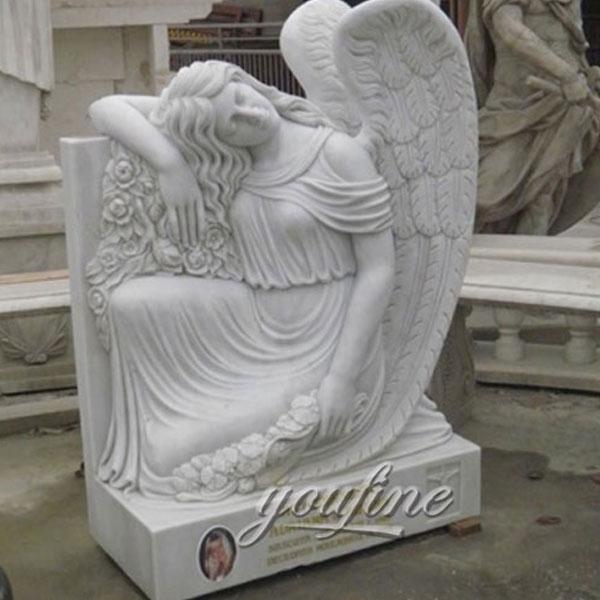 Ангел скорби на кладбище