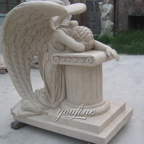 Памятник с ангелом плачет