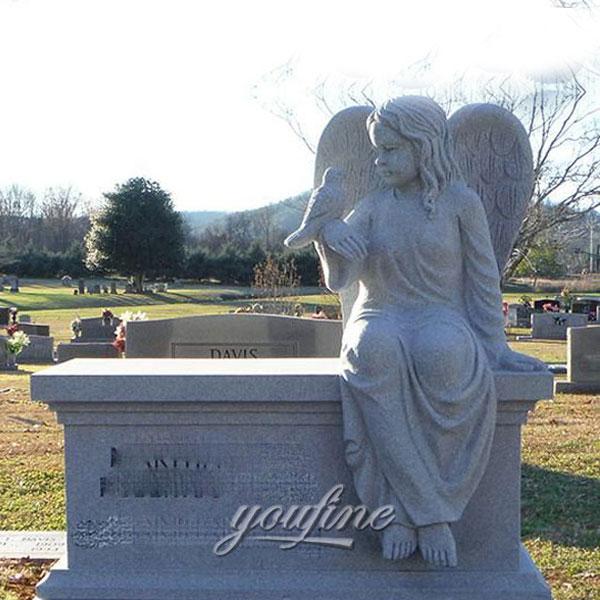 Памятник с ангелом хранительюна кладбище
