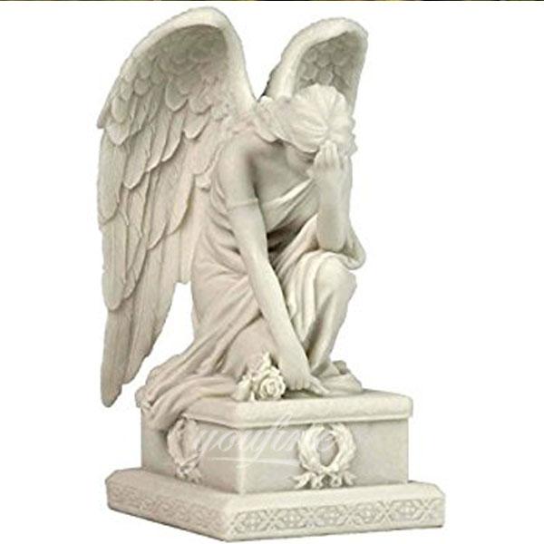 Плачущие ангелы на кладбище
