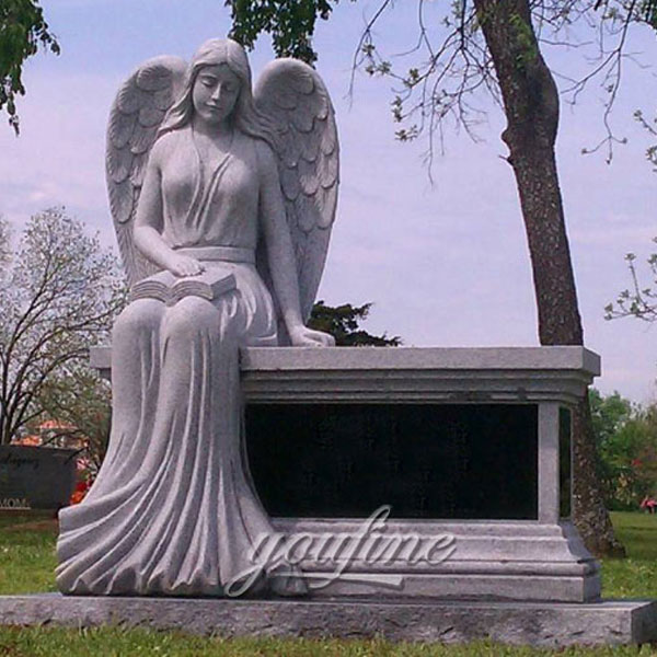 Фигурка ангела на кладбище