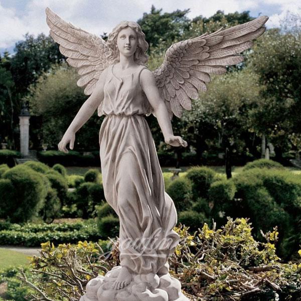 Фигуры ангелов в саду