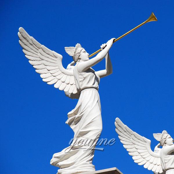 мраморные скульптуры ангела, дующие на трубы