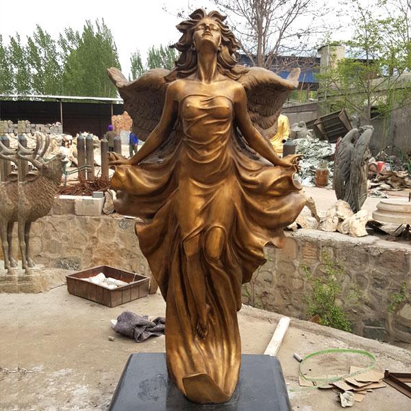 В основном мы производим разнообразные скульптуры в виде бронзовых ангелов в натуральную величину. Наша фабрика имеет большой производственный цех с процессом литья кремнезема! Бронзовая скульптура была центром религиозной веры во многих культурах. До недавнего времени большие скульптуры были формой выражения религии или политики, которую людям было бы слишком дорого создавать. Культуры, которые были сохранены в большом количестве, включают древние средиземноморские, индийские и китайские культуры, а также многие культуры в Центральной и Южной Америке и Африке. Западные традиционные бронзовые скульптуры возникли в древней Греции, а Греция широко считается шедевром классического периода. В средние века готическая скульптура представляла боль и страсть христианской веры. Возрождение классической модели эпохи Возрождения произвело знаменитые скульптуры Микеланджело, такие как «Давид». Модернистские скульптуры свободны от традиционного мастерства, подчеркивая изображение человеческого тела, используя искусственные скульптуры для изготовления предметов, найденных в качестве готовых изделий. Мы специализируемся на изготовлении бронзовых скульптур различных размеров и мастерства. Мы поставляем европейские скульптуры персонажей, европейские персонажи бронзовые скульптуры, бронзовые скульптуры в натуральную величину, нестандартные европейские скульптуры персонажей и европейские скульптуры персонажей. Производитель, Ангел Медь Скульптура Производитель Опт. Наша фабрика существует уже более 35 лет, и скульптура бронзового ангела в натуральную величину является одним из наших самых популярных продуктов. Он изготовлен из тонкого литья силикатного золя, текстура поверхности более четкая, более детальная и яркая, а цвет горячего цвета, который нелегко окрасить. Выцветшие, долговременные характеристики, после обработки поверхности, могут храниться на открытом воздухе в течение длительного времени, цвет по-прежнему сохраняет яркий цвет.